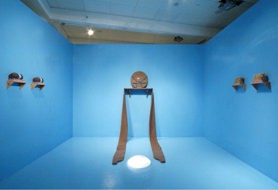 לבבי גבאי, חדר הפוך (פנים), מיצב, 2005